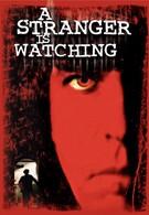 Незнакомец наблюдает (1982)