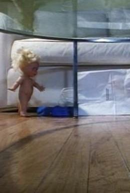 Постер фильма Грязный ребенок поджигает остров (1998)
