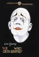 Тот, кто получает пощёчины (1924)