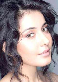 Раши Кханна