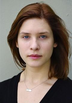 Джулия Артамонов