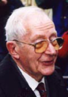 Льюис Гилберт