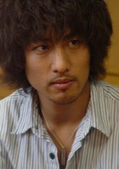 Хироёси Комуро