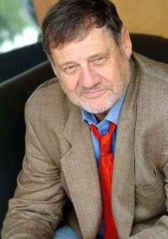 Адриан Робертс